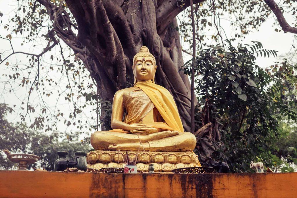 Goldener-Buddha-im-Rama-Park-von-Ayutthaya