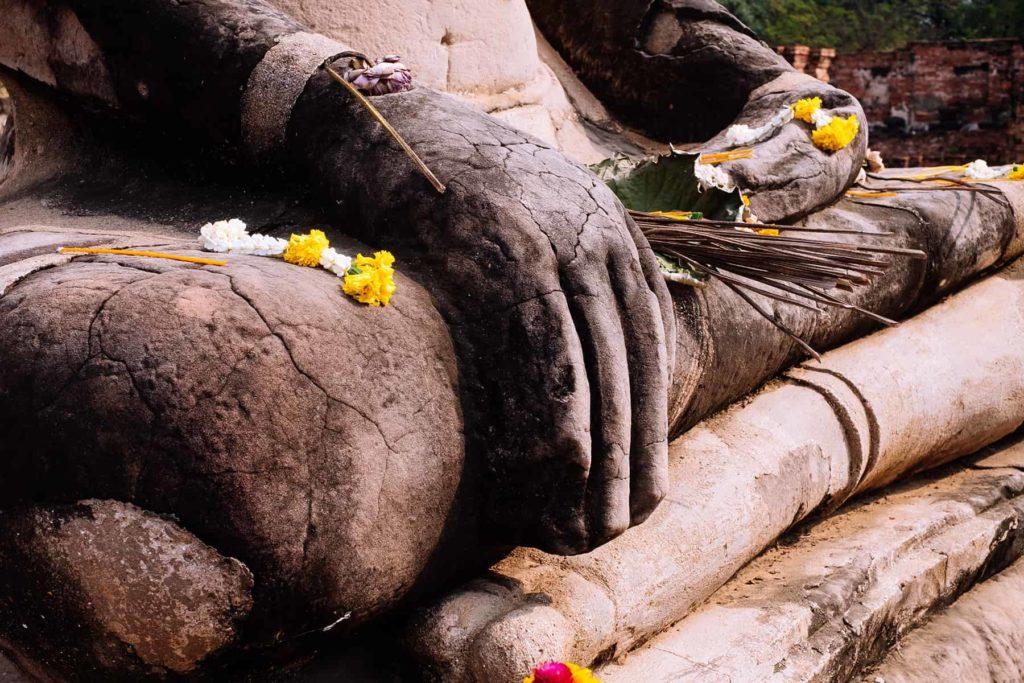 Wat-Mahathat-Buddha-Hand-Ayutthaya-Tagestour-Thailand
