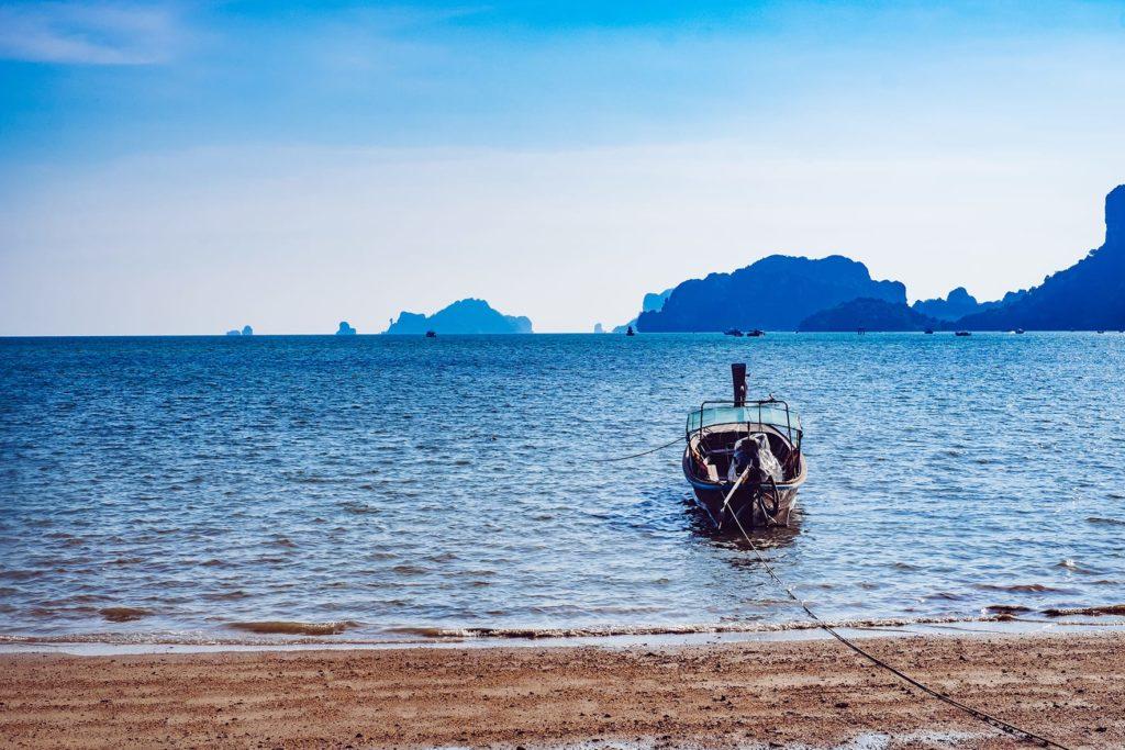 Boot am Ao Nam Mao Beach Krabi Thailand