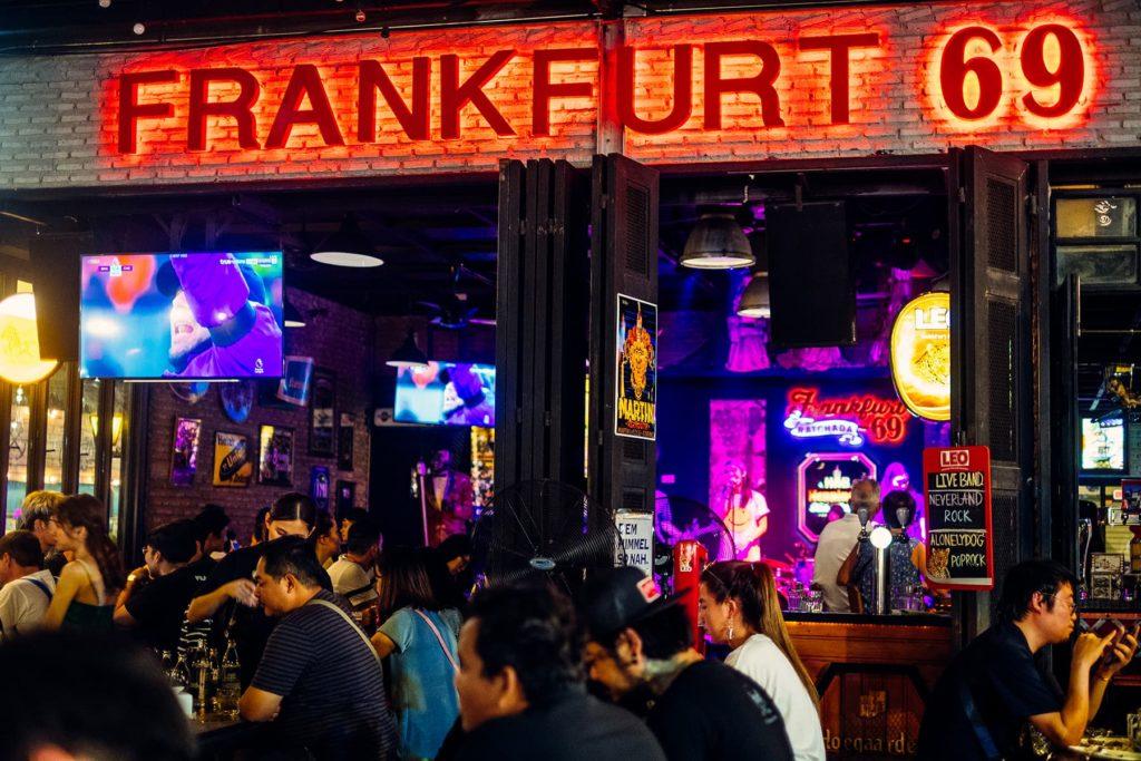 Top-10-Gründe-Bangkok-zu-lieben-Nachtleben-Frankfurt-69-Rot-Fai-Night-Train-Market